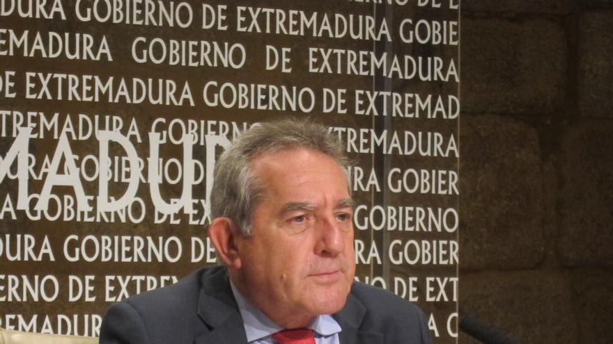 """El Gobierno extremeño se muestra dispuesto a """"dar un golpe encima de la mesa"""" de Montoro contra el déficit asimétrico"""