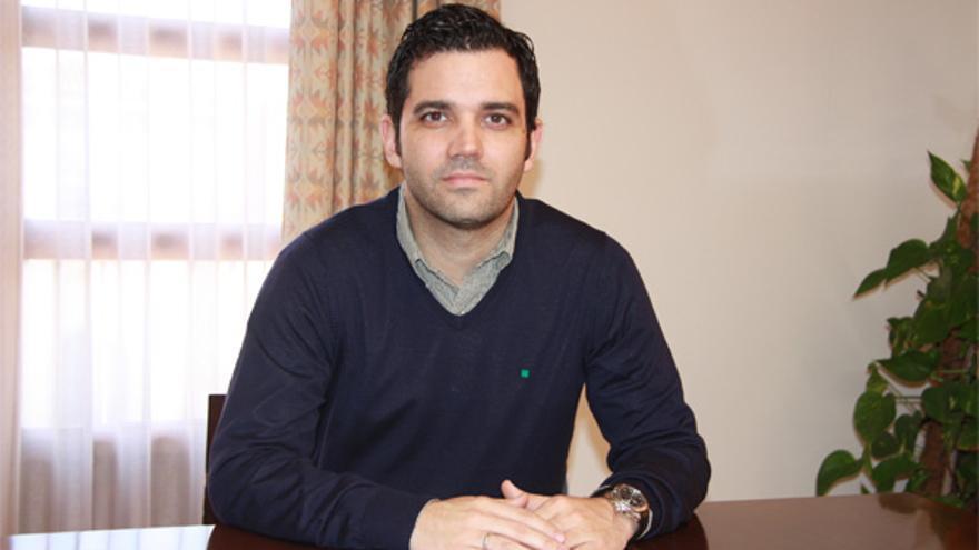 El alcalde de Paterna, Juan Antonio Sagredo, se opone a un centro de menores en su barrio.