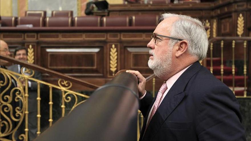 """Cañete afirma que la nueva Ley de Costas podrá evitar """"barbaridades"""" como El Algarrobico"""