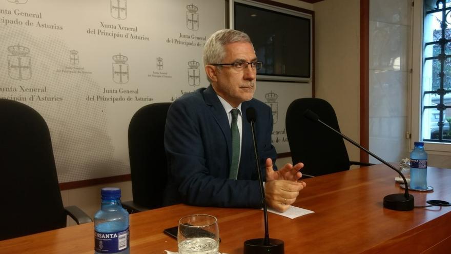 Llamazares insta a IU federal a centrarse más en el fracaso de la confluencia con Podemos que en aclarar su situación