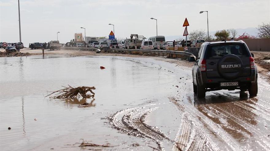 Aumenta a 21 el número de muertos y 35 heridos por inundaciones en Jordania