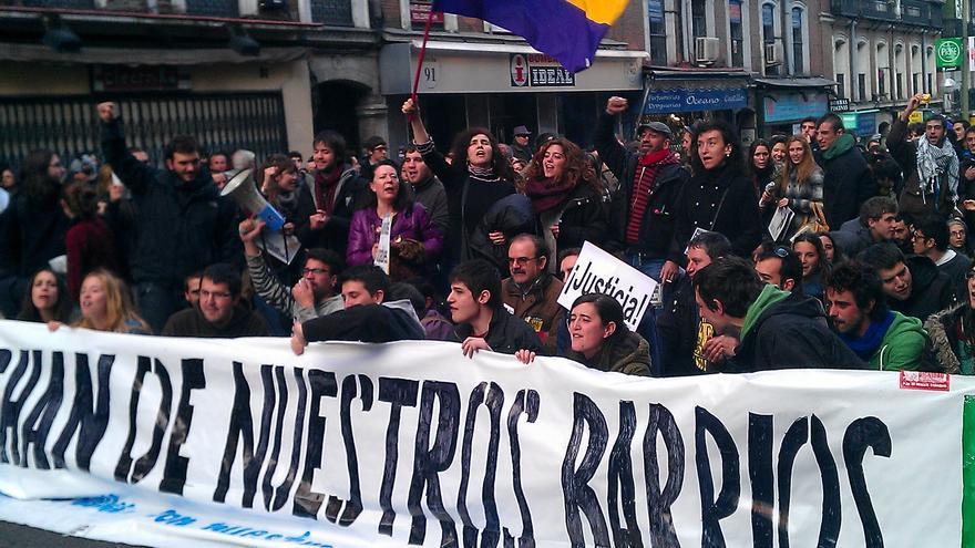 Pancarta de la manifestación Nos echan de nuestros barrios en abril de 2013