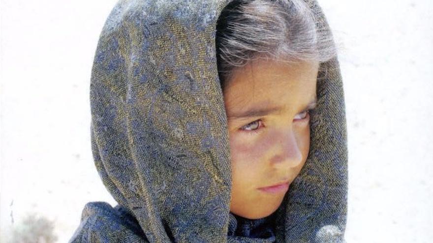 El Cabildo grancanario acoge la presentación de un libro que refleja el conflicto del Sahara Occidental a través de la mirada de una niña.