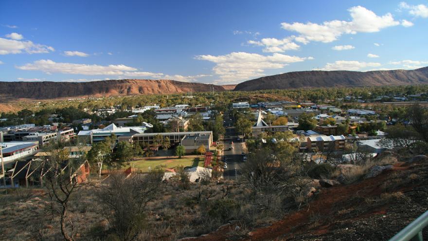 Alice Springs es una ciudad de frontera; una especie de oasis en medio del desierto. Stephen Michael Barnett