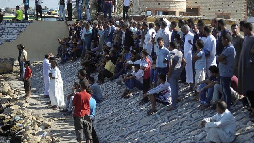 Detienen a otras dos personas relacionadas con el barco naufragado en Egipto