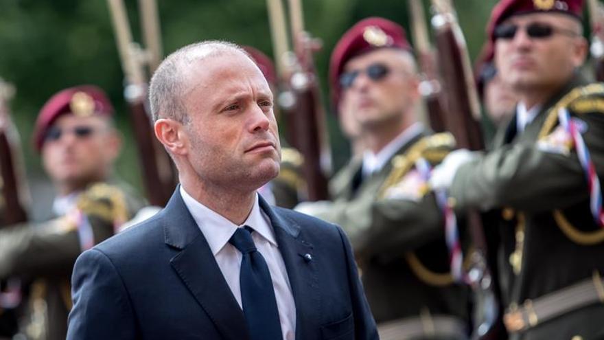 Joseph Muscat, líder del Partido Laborista y primer ministro de Malta, anunció hoy que dejará su cargo en enero por la fuerte presión sobre su Gobierno, tras el asesinato de la periodista de investigación Daphne Caruana Galizia en 2017.