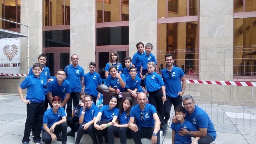 Alumnos y profesores trasladados a Tenerife.