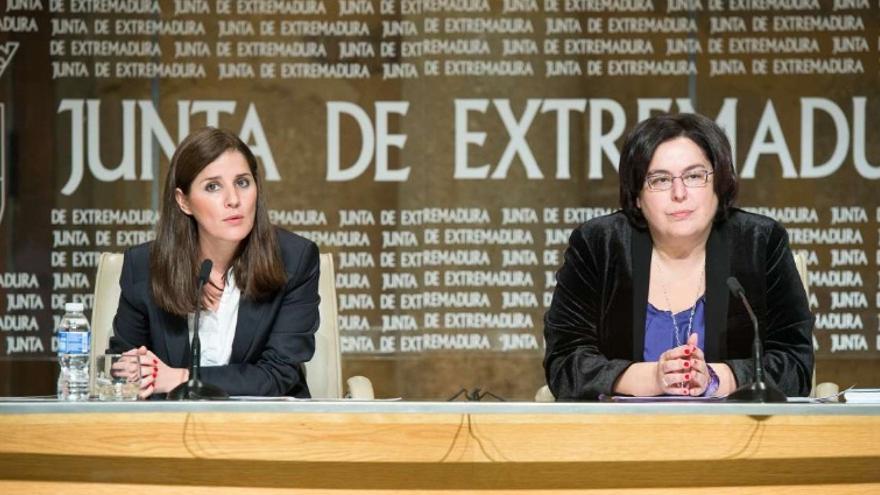 La portavoz de la Junta Isabel Gil Rosiña y la consejera Begoña García Bernal, en rueda de prensa / Junta