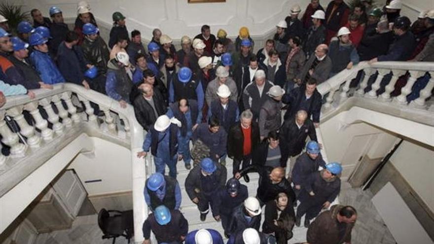 Movilización de personal del sector naval en el interior de la casa consistorial de Ferrol, en una imagen de archivo