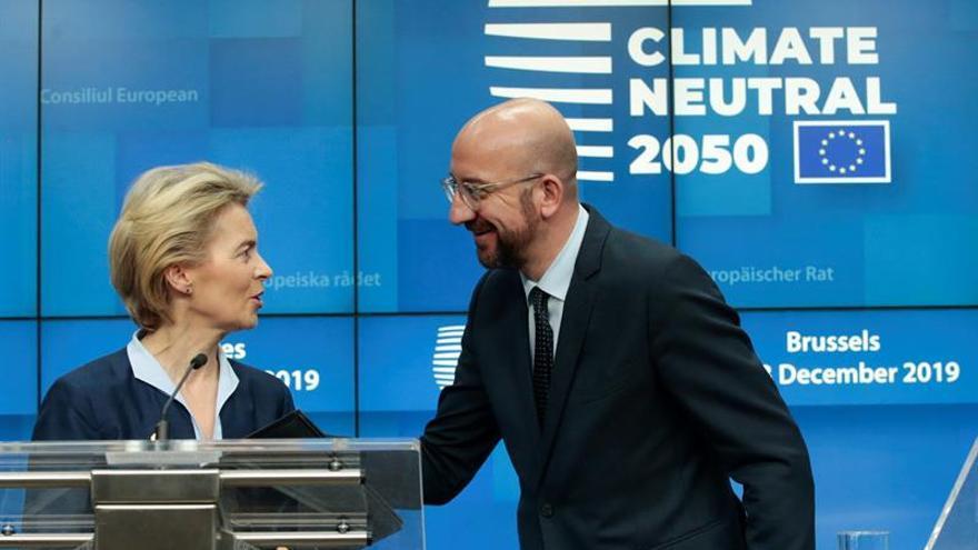 La presidenta de la Comisión, Ursula Von der Leyen, junto al presidente del Consejo, Charles Michel.