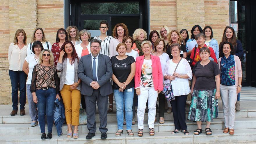 El consejero y mujeres del sector, tras reunirse el pasado 5 de junio en un segundo encuentro de coordinación