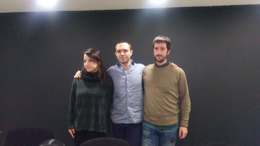Luis Alegre, junto a Sarah Bienzobas y Juan Manuel del Olmo, antes de la rueda de prensa. / A.R.