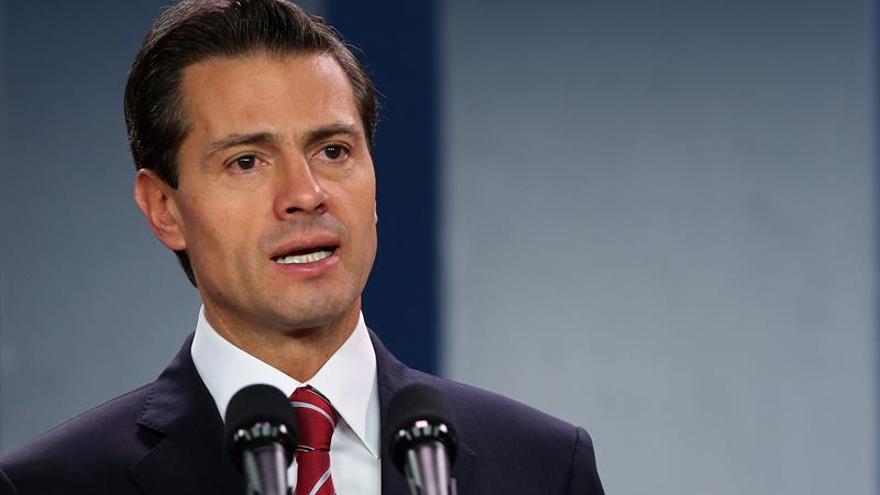 """Peña Nieto dialoga con Trump y reconoce """"nuevo capítulo"""" en relación con EEUU"""