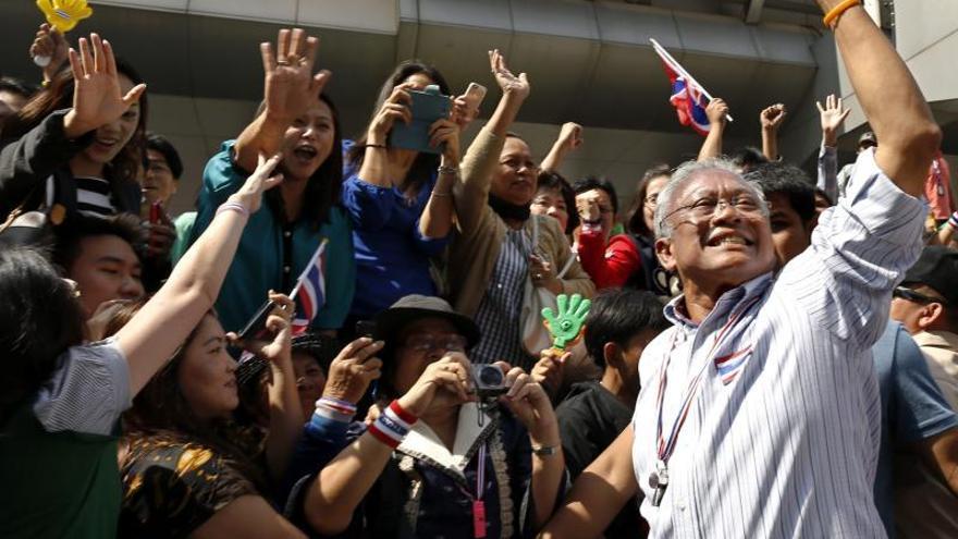 El líder de las protestas en Tailandia pide desafiar el estado de excepción