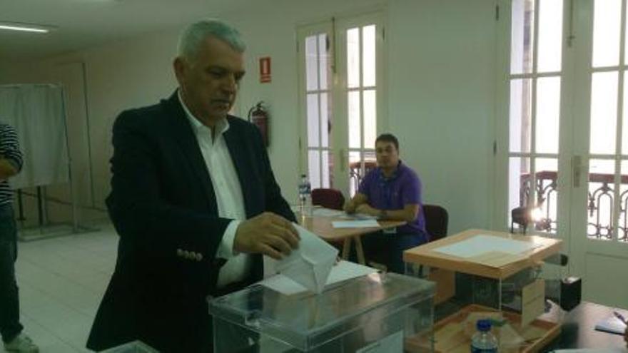 Manuel Marcos Pérez, número uno al Parlamento de Canarias por La Palma, ha votado en San Andrés y Sauces.
