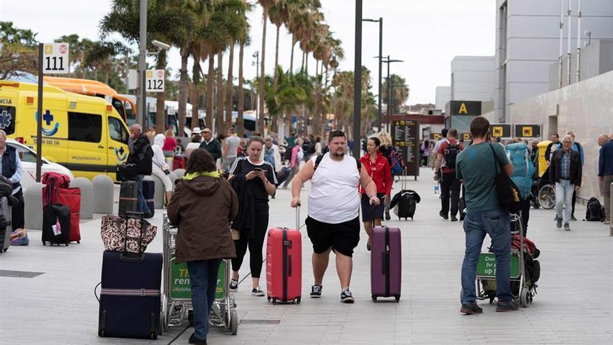 """Reino Unido cancela el veto a Canarias y la califica como """"zona segura"""" para viajar"""