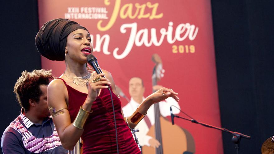 Jazzmeia Horn, interpretando una de las canciones de su concierto