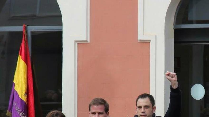 Cristina Suñer (Compromís), Roger Cerdà (PSPV) y Miquel Lorente (EU) en el homenaje a las víctimas