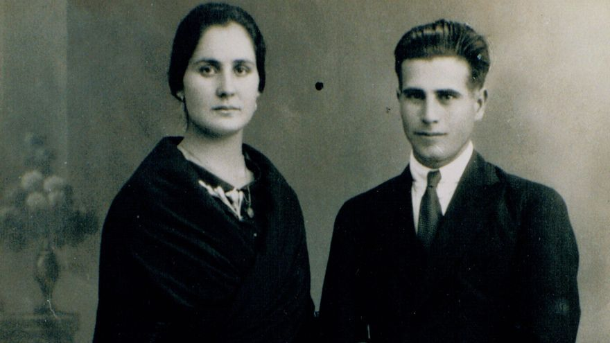 Matías Escalera, fusilado el 25 de diciembre de 1937, fotografiado junto a su esposa Lucía.