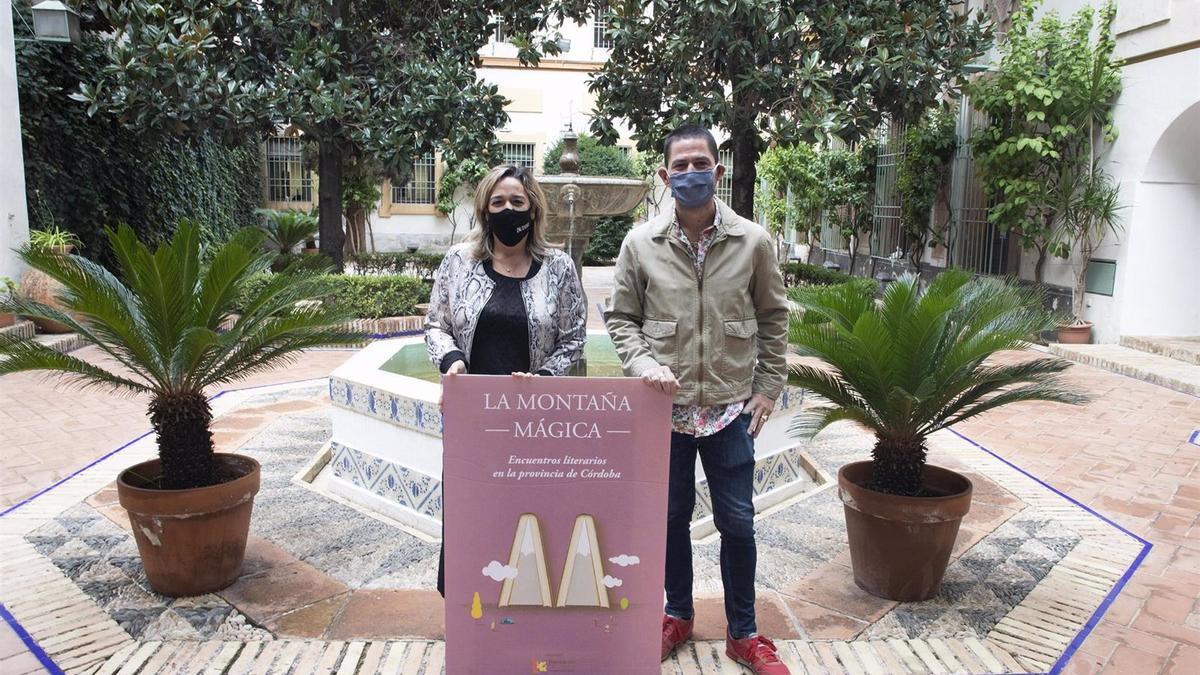 La delegada de Cultura de la Diputación de Córdoba, Salud Navajas, en la presentación de 'La Montaña Mágica'