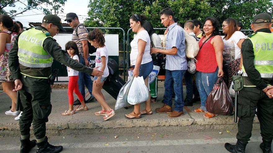 Venezolanos que compraron víveres en Colombia comienzan a retornar a su país