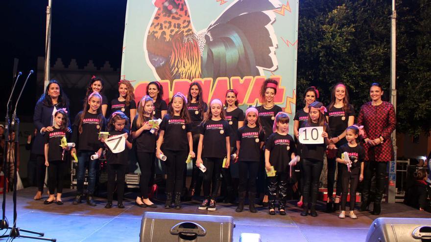 En la imagen, las candidatas a reinas del Carnaval con las autoridades municipales.