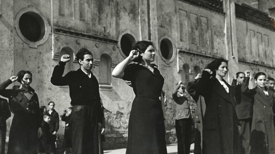 Miembros de las Juventudes Socialistas Unificadas. Gijón, 29 de marzo de 1937.
