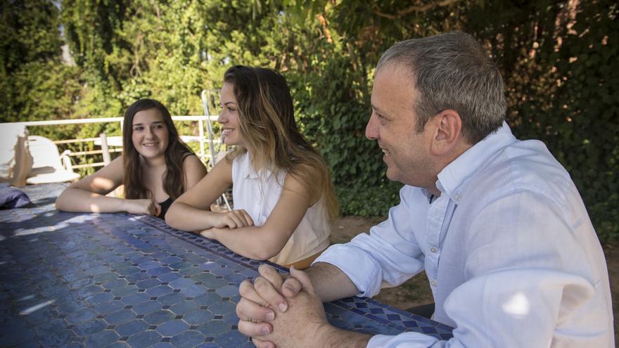 Sergio Haimovich con sus dos hijas, apartadas de su padre durante 5 años por decisión de la Dirección General de Atención a la Infancia y la Adolescencia de la Generalitat de Catalunya.