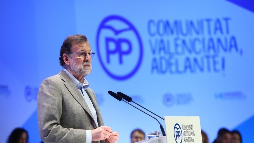 """Rajoy pide """"hablar bien de España"""" y """"desconfiar de los adanes que se creen que hasta llegaron ellos no había nada"""""""