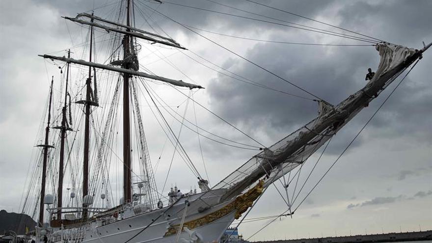 El buque 'Juan Sebastián de Elcano', atracado desde este sábado en Santa Cruz