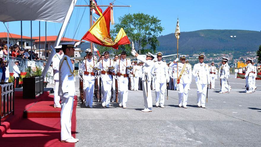 Jura de bandera de alumnos de primer curso en la Escuela Naval.