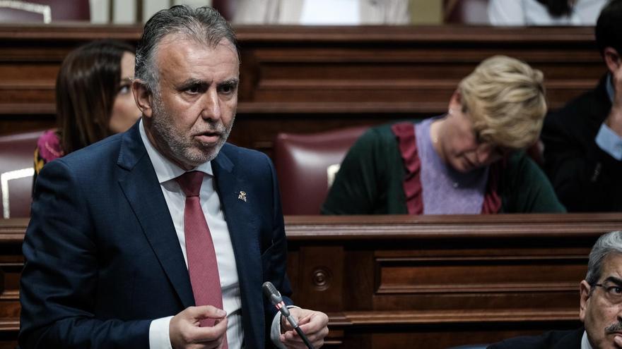 Ángel Víctor Torres, en el pleno del Parlamento de Canarias