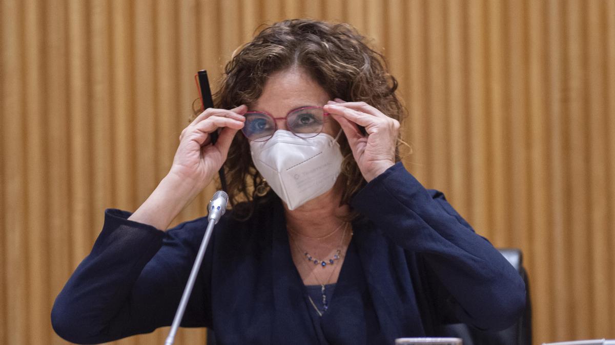 La ministra de Hacienda, María Jesús Montero, en la Comisión de Hacienda en el Congreso de los Diputados.