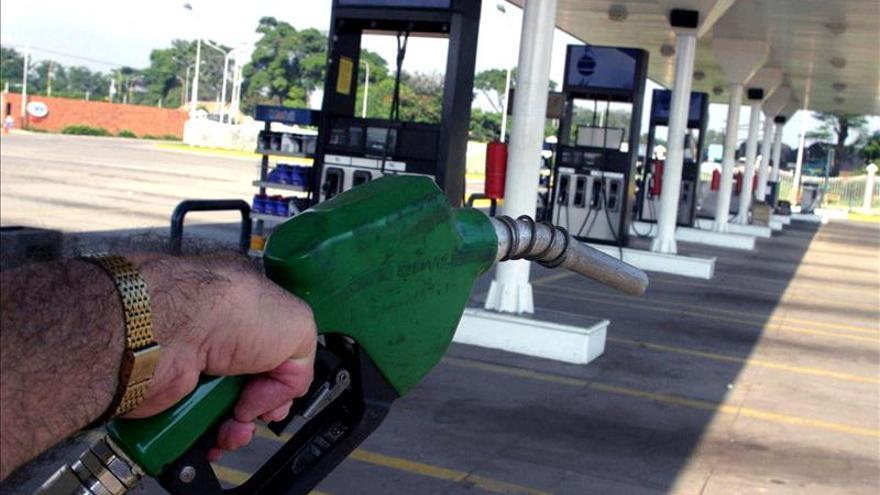El precio del galón de gasolina en EE.UU. bajará a 1,99 dólares, el menor desde 2009