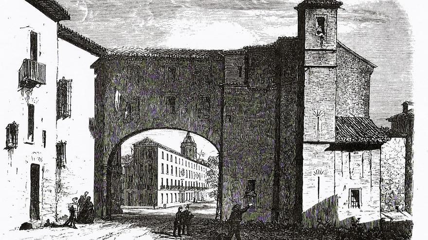 Grabado en el que se ve el arco que unía el Palacio del Infantado con la iglesia de Santiago y que permitía a los duques pasar a la iglesia sin pisar la calle. La iglesia se derribó definitivamente a finales del siglo XIX