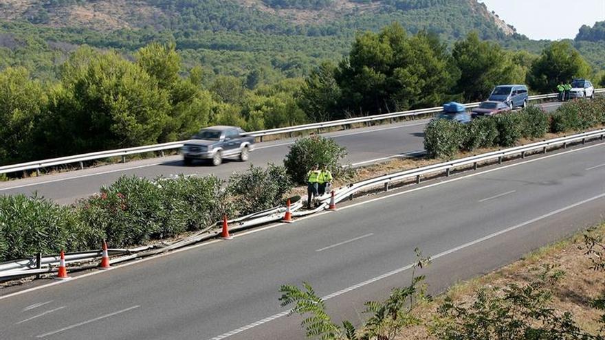 Doce heridos, dos graves, al chocar un camión y un autobús en la AP7 en Benicàssim (Castellón)