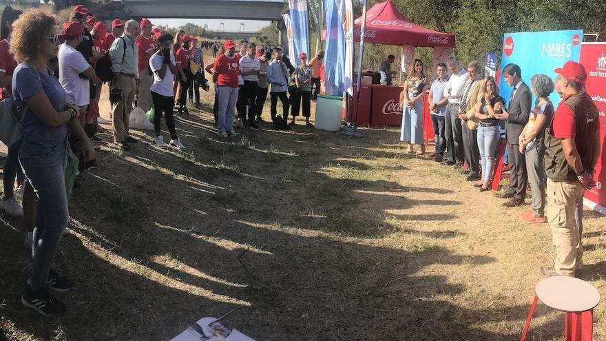 Voluntarios y organizadores, justo antes de iniciarse la actividad.