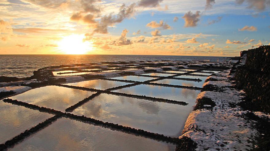 Puesta de sol desde las Salinas de Fuencanliente, una de de las imágenes de JOSÉ AYUT publicadas en el reportaje.