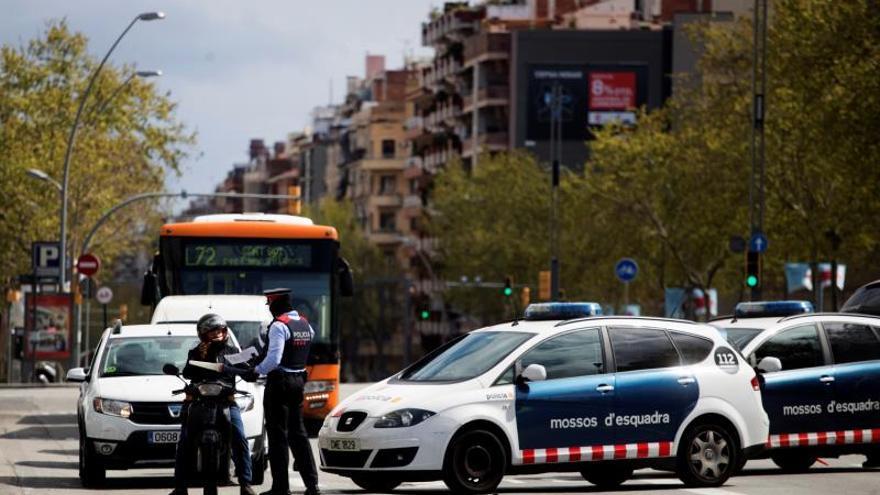 Quince detenidos y 2.559 denunciados en Cataluña por saltarse el aislamiento