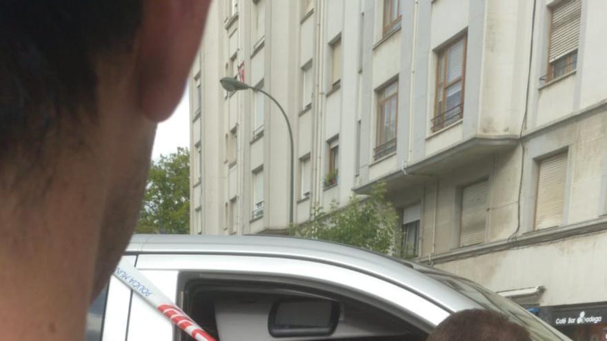 Un hombre les entregaba los sobres de dinero desde una furgoneta aparcada en mitad de la calle