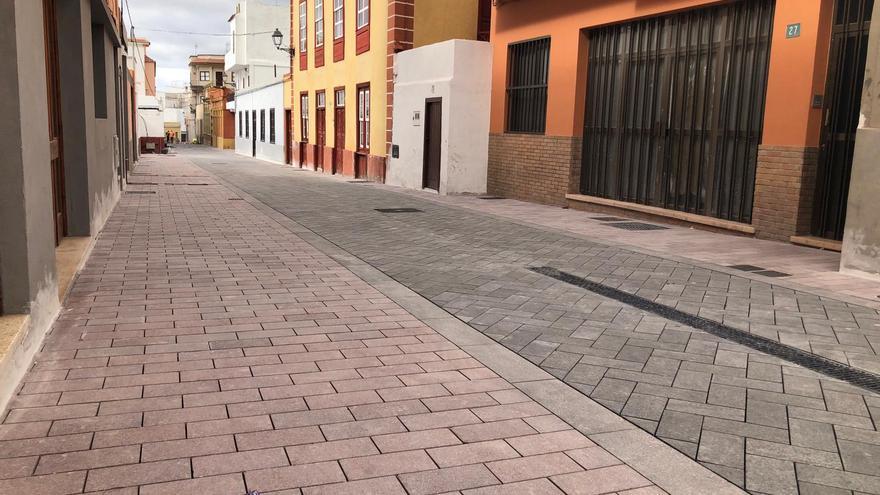 Calle de Abajo, en una parte en que la reforma ya ha sido realizada, en el caso antiguo de Guía de Isora
