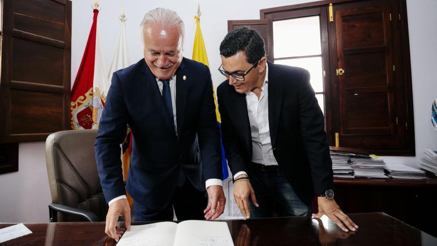 El alcalde de Firgas y el vicepresidente del Gobierno de Canarias, Pablo Rodríguez, ambos de Coalición Canaria
