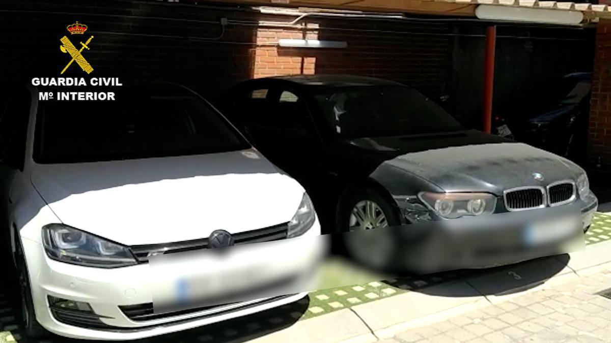 Dos vehículos, en una imagen de archivo de la Guardia Civil