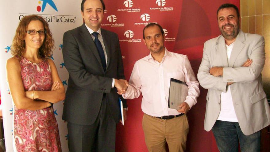 Firma convenio entre ayuntamiento Azuqueca Henares (Guadalajara) y La Caixa / Foto: Ayuntamiento