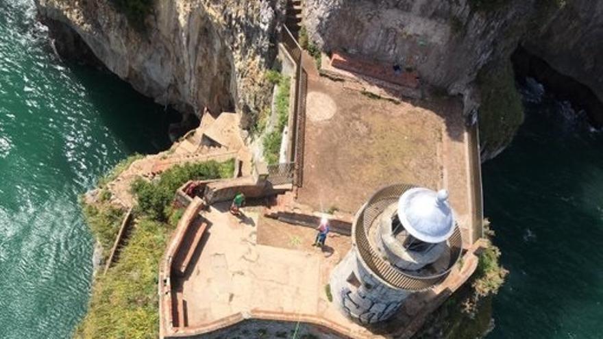 El Faro del Caballo en Santoña.