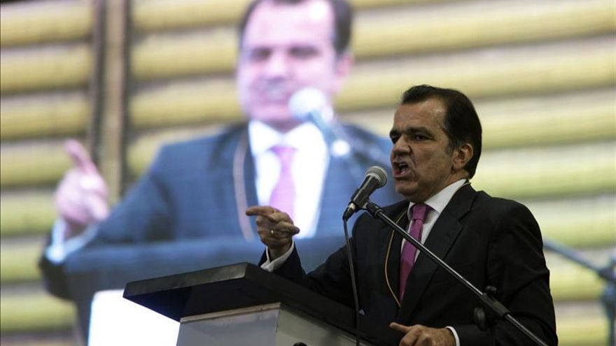 El candidato uribista pide suspender los diálogos con las FARC por un plan contra Uribe