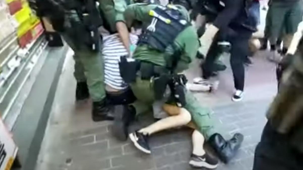 Imágenes del arresto de la menor de 12 años.