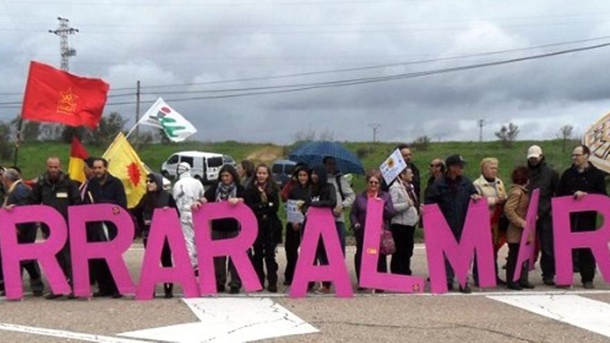 Protesta antinuclear reclamando el cierre de Almaraz / Foro Extremeño Antinuclear