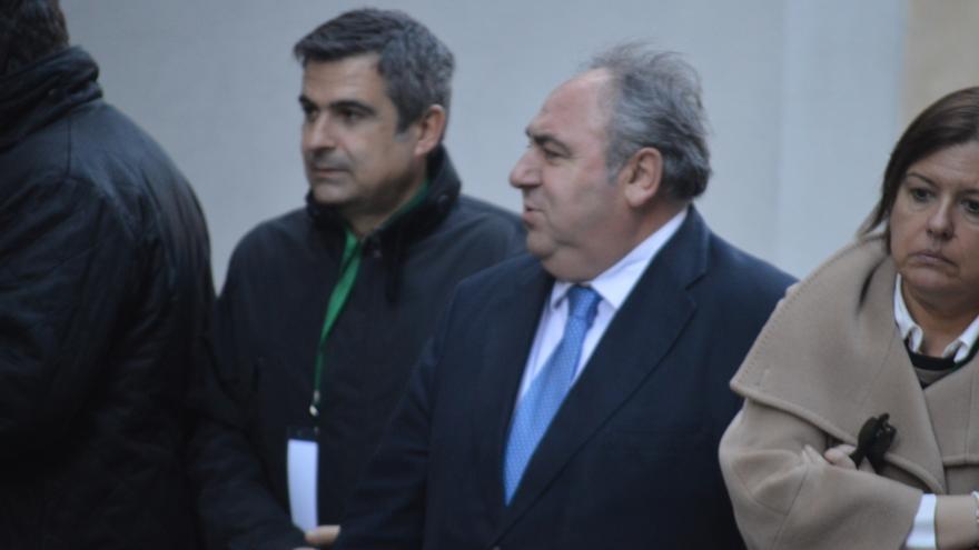 Vicente Tirado, presidente de las Cortes de Castilla-La Mancha, llegando al Congreso Internacional de Tauromaquia / Foto: Javier Robla