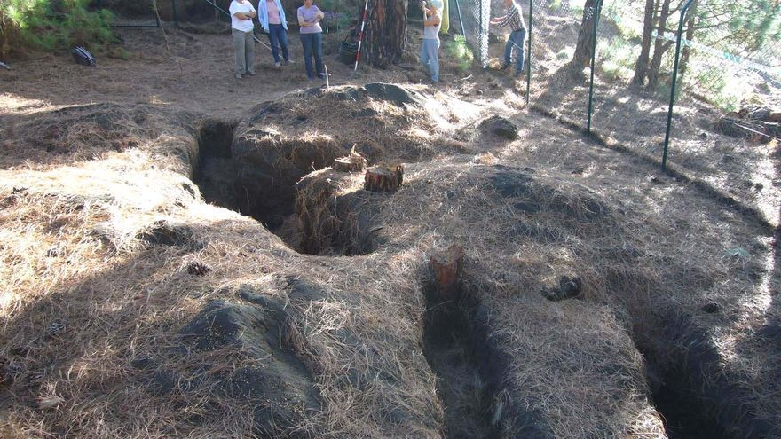 Trabajos de exhumación en El Pinar de Fuencaliente, en La Palma.